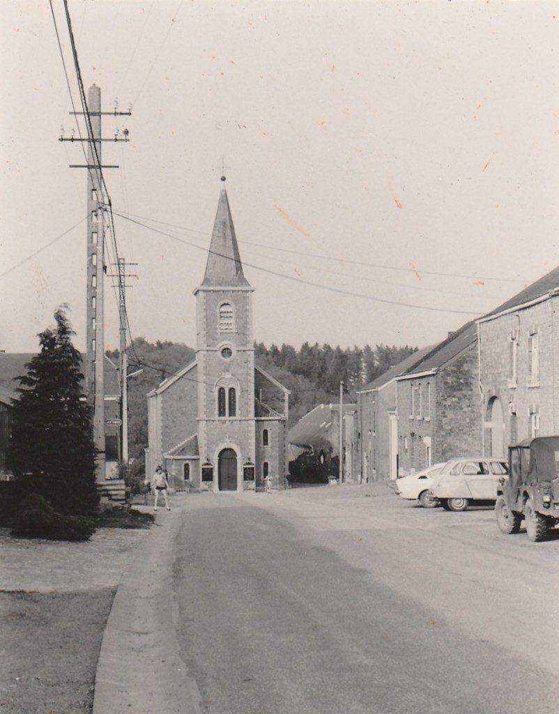 Kiekje van het dorpsplein van Marenne, een voorpost van onze navorsingen.