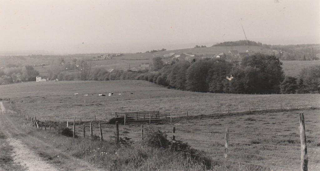 De nederzetting Menil-Favay gezien vanuit de heuvels van le domaine Fasol.