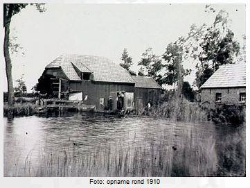 De Westerhovense watermolen in 1910, met het leien dak waar Reynier Fasol aan werkte.