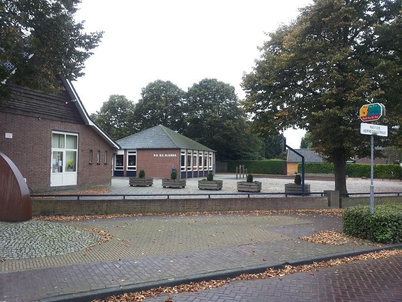 Het schoolplein van de lagere school in Blitterswijck.