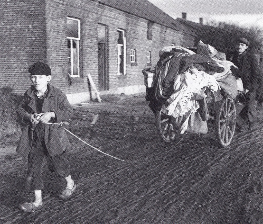 Evacuees uit Wanssum. Foto uit: A.P.M. Cammaert: 'Sporen die bleven', 1996.
