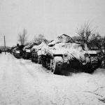 'Kangaroos' van het Canadese leger, opgesteld na de Slag bij Wanssum, 1945. De Kangaroo was een gepantserd voertuig voor personenvervoer, gebaseerd op een tank. (Foto: www.nam.ac.uk)