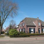 Het ouderlijk huis aan de Venrayseweg 44 in Wanssum, anno 2013. Het pakhuis stond links naast het huis, waar nu een parkeerplaats is. (Foto: P. Fasol)