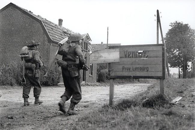 De Britten bevrijden Venray. (Foto: Comité Shermantank Overloon)
