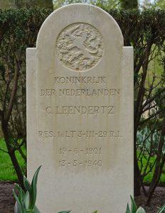 Het graf van Kees Leendertz op de Grebbeberg