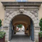 De poort van Schloss St. Martin